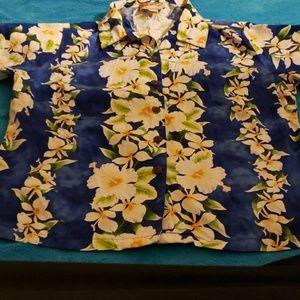 Hilo Hattie's Hawaiian style button down shirt